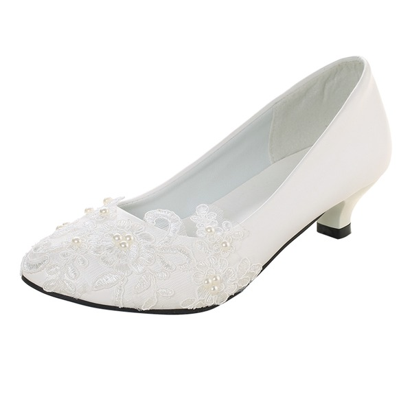 Vrouwen Patent Leather Low Heel Closed Toe Pumps met Imitatie Parel Stitching Lace Van Toepassing