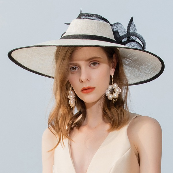 Senhoras Clássico/Elegante/Incrível Cambraia com Pena Fascinators/Kentucky Derby Bonés/Chapéus do tea party