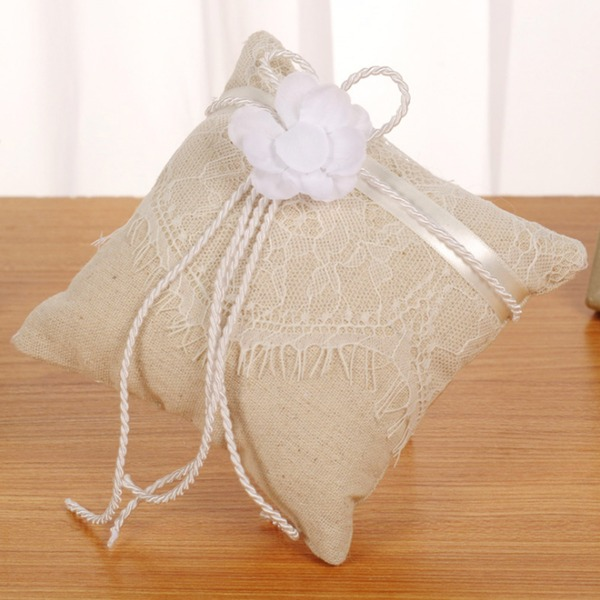 Elegant Ring Pillow in Linen With Flowers