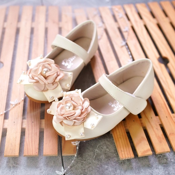 Girl's Microfiber Leather Flat Heel Round Toe Flats With Beading Bowknot Imitation Pearl Velcro Flower